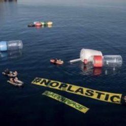 Lixo jogado no mar necessita cuidado